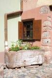 Esquina romántica de dos casas imagenes de archivo