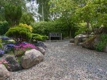 Esquina romántica del asiento del jardín hermoso Imágenes de archivo libres de regalías