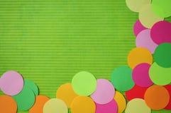 Esquina simple de los círculos del arco iris colorido. stock de ilustración