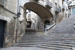 Esquina típica del viejo cuarto de Girona, Cataluña, España imagen de archivo