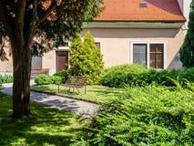 Esquinas y patios en la ciudad vieja Bratislava Foto de archivo