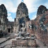 Esquintez le temple de yot de Sam dans Lopburi Images libres de droits