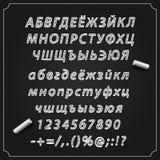 Esquissez la police cyrillique, le conseil avec un ensemble de symboles, l'alphabet et les nombres, illustration de vecteur, Photographie stock libre de droits