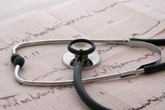Essai cardiologique avec le stéthoscope Photo stock