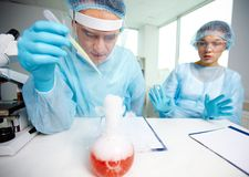 Essai chimique images stock