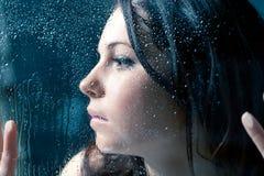 Essai d'échapper au jour pluvieux Images libres de droits