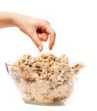 Essai de dégustation de la pâte de biscuit Image stock