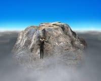 Essai de s'élever sur la montagne rocheuse de forme de symbole d'argent photographie stock