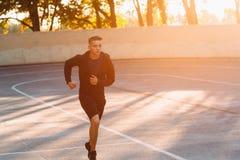 Essai de soirée d'athlète professionnel, lumière de coucher du soleil Images libres de droits