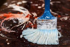 Essai des peintures sur la surface avant le travail de réparation Photos stock