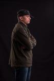 Essai sérieux d'adolescent pour être position fraîche avec le chapeau mis sur un Image libre de droits