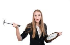 Essais de femme pour arrêter le temps d'horloge Photo stock