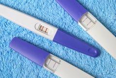 essais de grossesse positifs images libres de droits