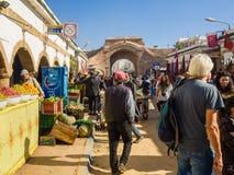 Essaouira, Marokko - November 2, 2018: In de straten van Medina stock afbeeldingen
