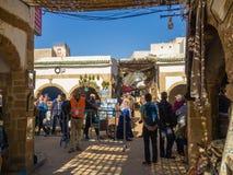 Essaouira, Marokko - November 2, 2018: In de straten van Medina stock afbeelding