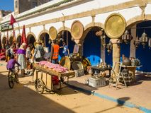 Essaouira, Marrocos - 2 de novembro de 2018: Nas ruas de Medina imagem de stock royalty free