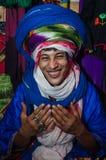 ESSAOUIRA, MARROCOS - 18 de setembro de 2015: Beduíno desconhecido novo Imagens de Stock