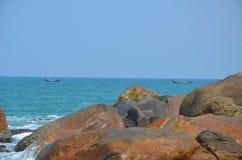 Esse com as rochas e o mar Fotos de Stock