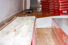 Essen, Alemania - 11 de febrero de 2019: Preparación el piso para restaurar la lamina foto de archivo