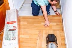 Essen, Alemania - 11 de febrero de 2019: Preparación el piso para restaurar la lamina foto de archivo libre de regalías