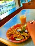 Essen an der Cafeteria Lizenzfreie Stockfotografie