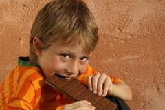 Essen der Schokolade stockfotografie