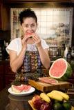 Essen der Wassermelone Stockbild