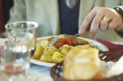 Essen des Abendessens Stockfoto