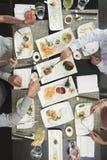 Essen des Abendessens stockfotografie