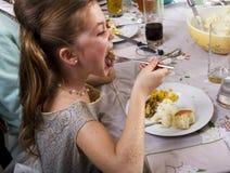 Essen des Danksagungs-Abendessens die Türkei Stockfotografie
