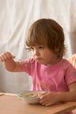 Essen des Frühstücks Stockfotografie