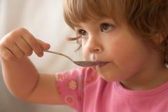 Essen des Frühstücks Stockfoto