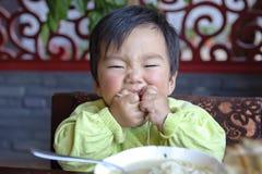 Essen des Schätzchens stockfotos