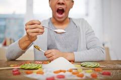 Essen des Zuckers Lizenzfreie Stockfotos