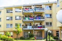 Essen Niemcy, Czerwiec, - 21 2018: Dom dekorował z flaga piłka nożna puchar świata Fotografia Royalty Free
