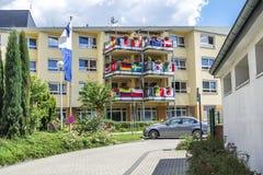 Essen Niemcy, Czerwiec, - 21 2018: Dom dekorował z flaga piłka nożna puchar świata Zdjęcie Royalty Free