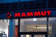 Essen, Nordrhein-Westfalen/Deutschland - 18 10 18: Mammut unterzeichnen herein Essen Deutschland lizenzfreie stockfotos