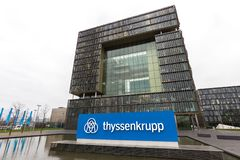 Essen, Reno-Westphalia norte/Alemanha - 22 11 18: matrizes mais quartier de thyssenkrupp em essen Alemanha fotos de stock royalty free