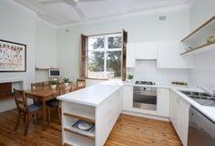 Essen Sie in der Küche Stockbilder