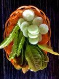 Essen Sie Frischgemüse mit Paprika Stockfoto