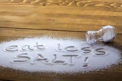 """Essen Sie weniger Salz †""""medizinisches Konzept Lizenzfreie Stockfotos"""