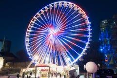 ESSEN TYSKLAND - DECEMBER 04, 2016: Det upplysta jätte- hjulet är en av de huvudsakliga dragningarna som är i stadens centrum und Royaltyfri Fotografi