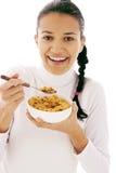 Essen von Corn-Flakes Lizenzfreie Stockfotos