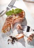 Essen von Lachsen Stockbild