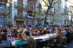 Essen von Paella, traditionelles Valencian Lebensmittel Lizenzfreie Stockfotografie