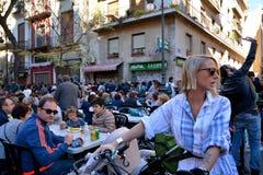 Essen von Paella, traditionelles Valencian Lebensmittel Stockfotos
