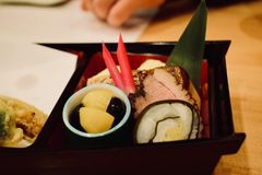 Essen von Sushi im Restaurant von Japan Kyoto Lizenzfreies Stockbild