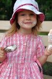 Essen von zwei Eiscreme Lizenzfreies Stockbild