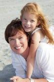 essendo migliore madre degli amici della figlia immagini stock libere da diritti
