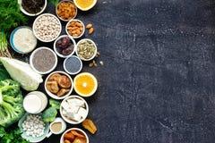 Essenkopienraum des gesunden Lebensmittels der Draufsicht der Kalziumvegetarier sauberer stockfotos